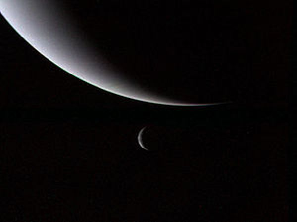 300px-voyager_2_neptune_and_triton